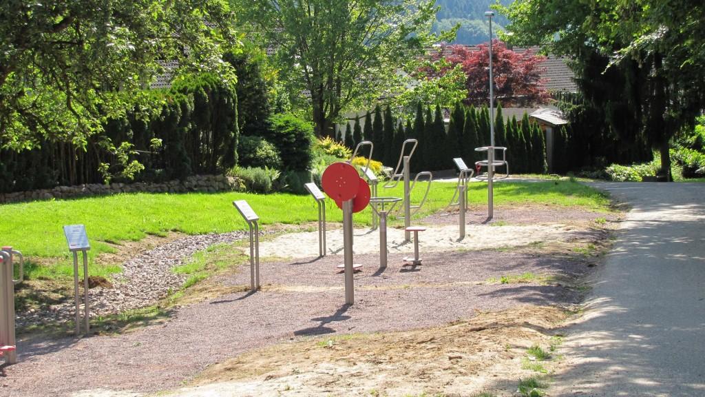 Fit bleiben auf dem Mehrgenerationen-Spielplatz am Kapellenweg